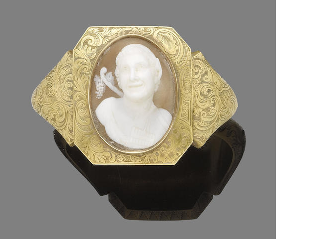 A shell cameo bangle,