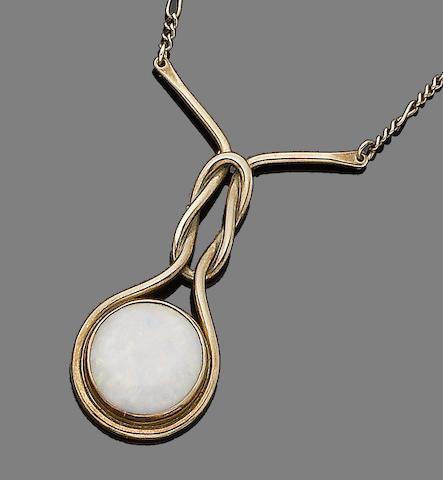 An opal pendant,