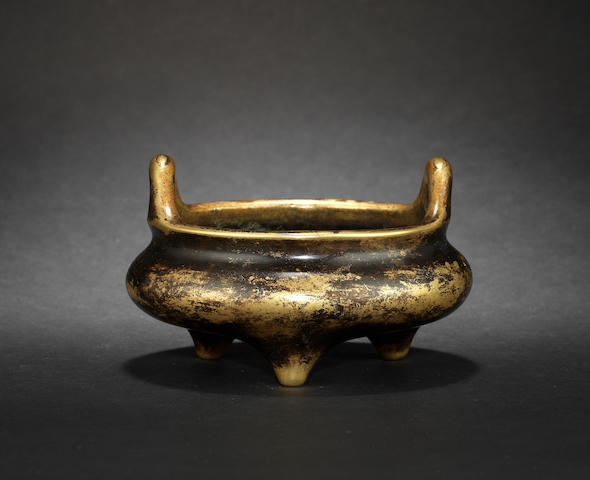 A metal tripod incense burner Xuande four-character mark