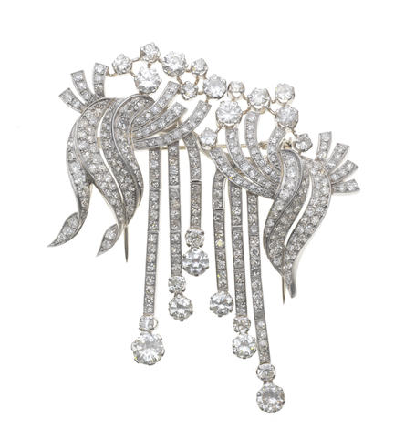 A diamond double-clip brooch, (illustrated above)