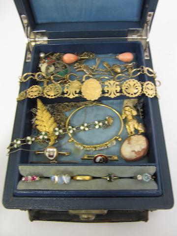 A 9ct gold horseshoe panel link bracelet