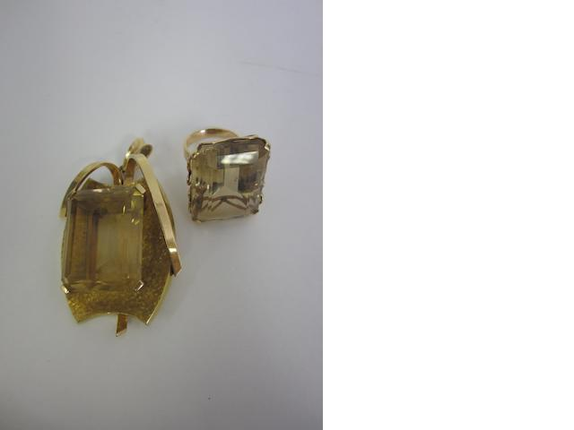 A continental citrine set abstract pendant (2)