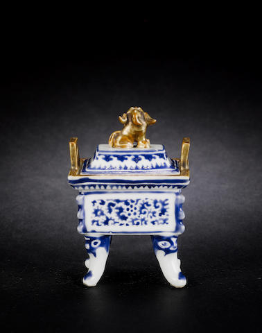 A small incense burner and cover, fangding 19th century