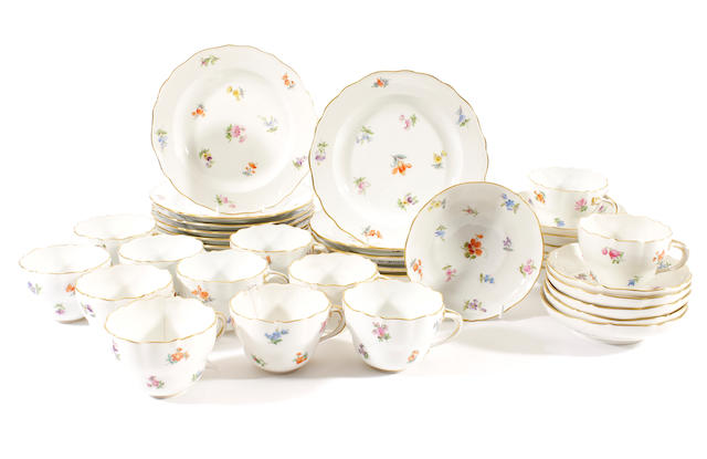 A set of twelve Meissen tea cups, saucers and plates, 20th century