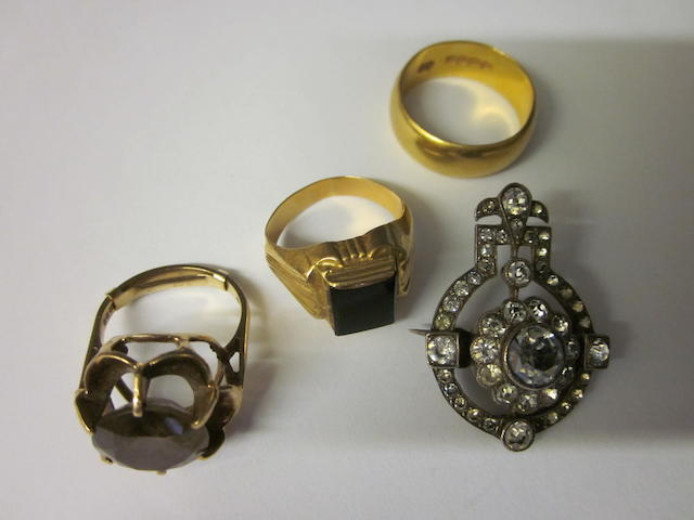 A 22 carat gold wedding ring,  (4)