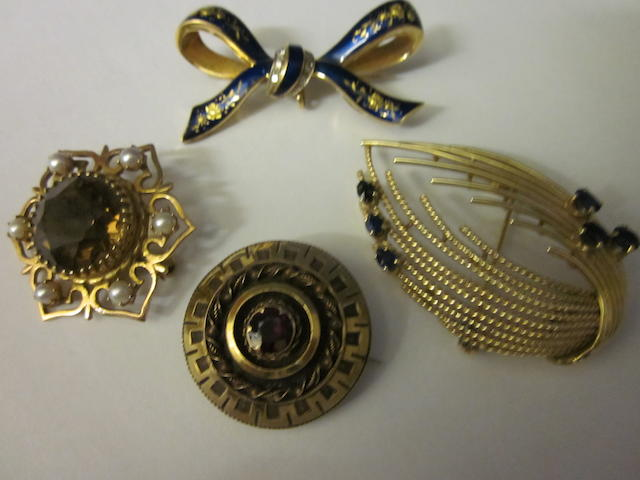 An 18 carat gold enamel bow brooch,  (4)
