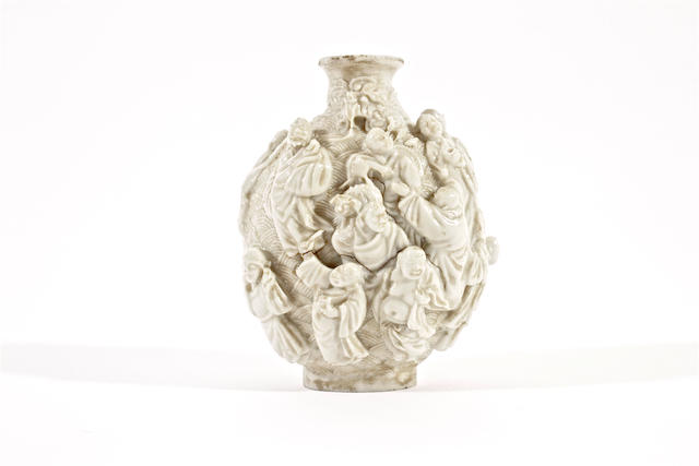 A Chinese white-glazed porcelain snuff bottle