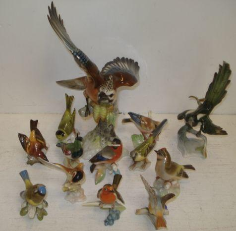 A collection of thirteen German porcelain figures of birds, 20th Century.