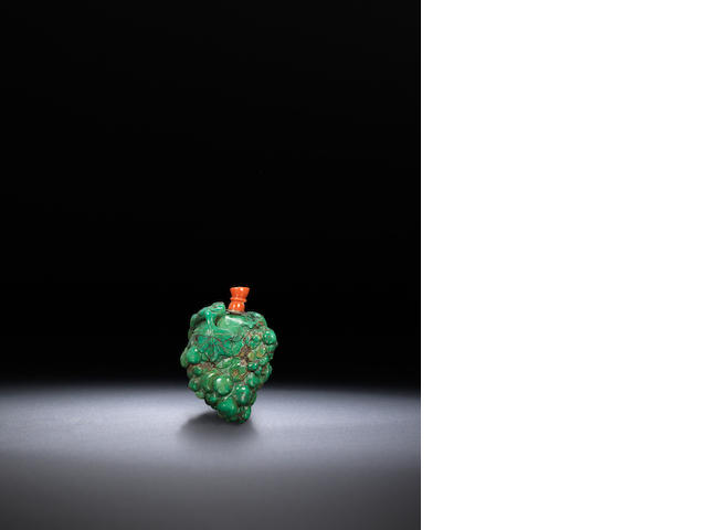 A turquoise matrix 'grapes' snuff bottle Qing dynasty, 1800-1900