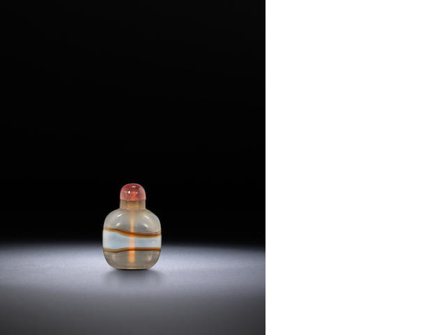 A banded agate snuff bottle Qing dynasty, 1760-1880