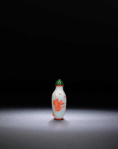 A pink overlay glass 'sages and deer' snuff bottle Li Junting school, Yangzhou, 1800-1840