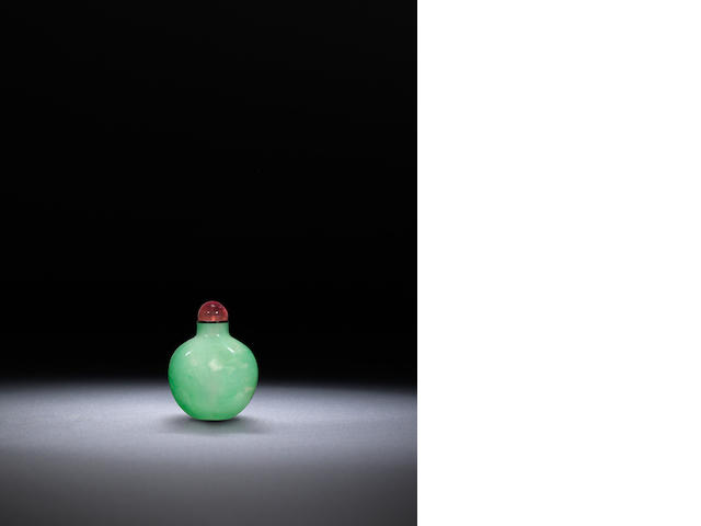 An apple green jadeite snuff bottle Qing dynasty, 1800-1900