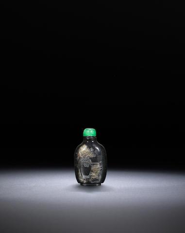 An inscribed serpentine 'archaistic' snuff bottle