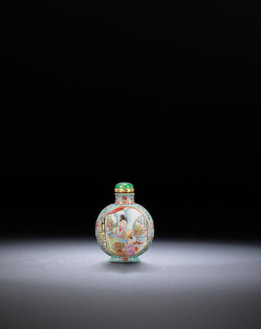 A famille rose 'mother and child' snuff bottle and snuff dish Qianlong iron-red four-character seal mark, 1880-1940