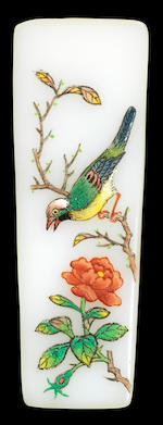 A famille-rose and gold-ground enamel on glass 'swallows' snuff bottle Qianlong blue-enamelled four-character mark