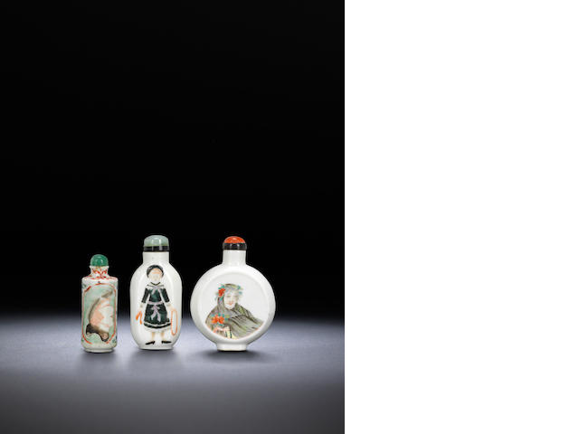 Three 'famille-rose' porcelain 'European figures' snuff bottles Qing dynasty, 1880-1949