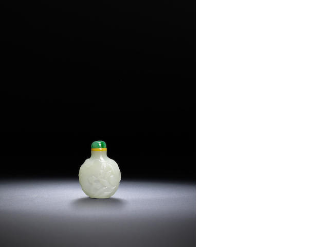 A 'jade imitation' glass 'lotus' snuff bottle Qing dynasty, 1750-1850