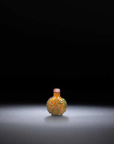 An emerald-green and brown glass overlay 'double gourds' snuff bottle Qing dynasty, 1790-1860