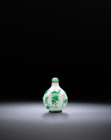 A green overlay glass 'grapes' snuff bottle Qing dynasty, 1830-1900