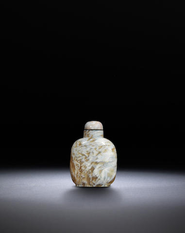 A moss agate snuff bottle Qing dynasty, 1770-1880