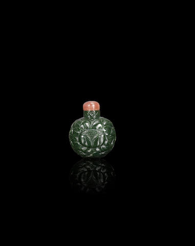 A spinach green nephrite 'sunflower' snuff bottle Qing dynasty