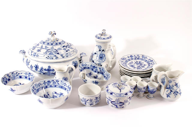 A large collection of Meissen Onion pattern porcelain, 20th century