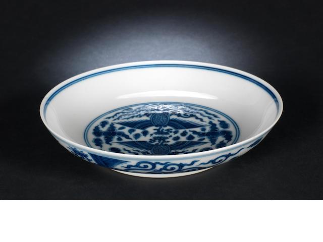 A blue and white 'phoenix' dish, Tongzhi six-character mark