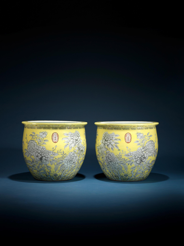 A rare and massive pair of yellow-ground 'Da ya zhai' fishbowls
