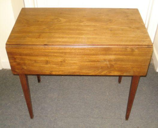 A George III mahogany Pembroke table, with boxwood banded end drawer, on square tapered legs, 78.5cm.