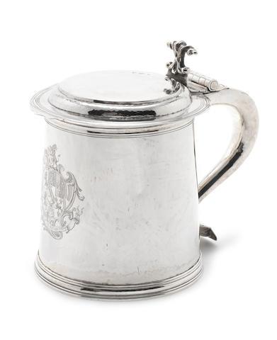 A 17th century style silver lidded tankard maker's mark W.T.P, London 1926