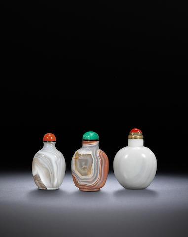 Three agate snuff bottles Qing dynasty