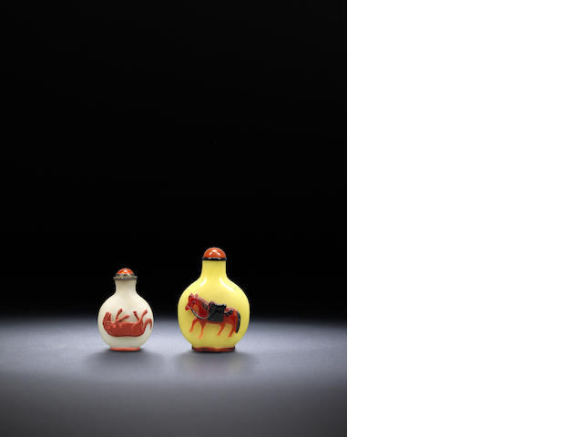 Two glass overlay 'horses' snuff bottle Qing dynasty