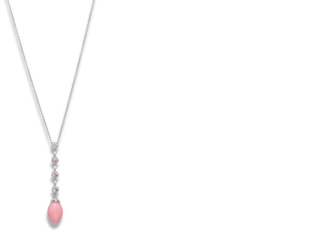 A conch pearl and diamond pendant necklace