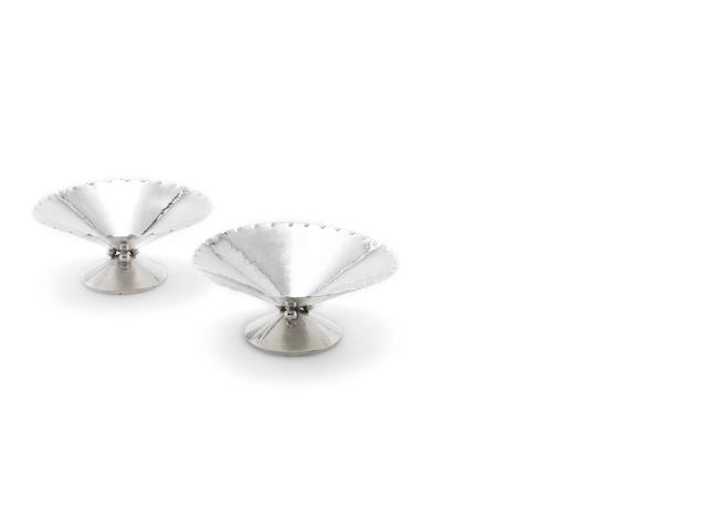 A pair of Italian silver tazze with incuse marks for Luigi Genazzi and incuse mark 800  (2)