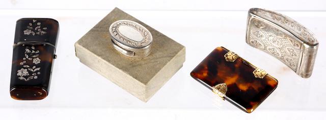 A silver vinaigrette, a silver snuff box, a tortoiseshell aide de mémoire and an etui