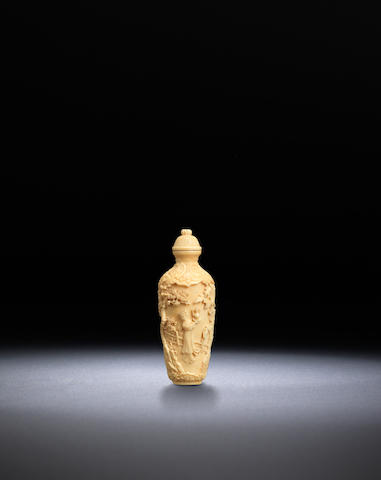 An ivory cylindrical vase snuff bottle