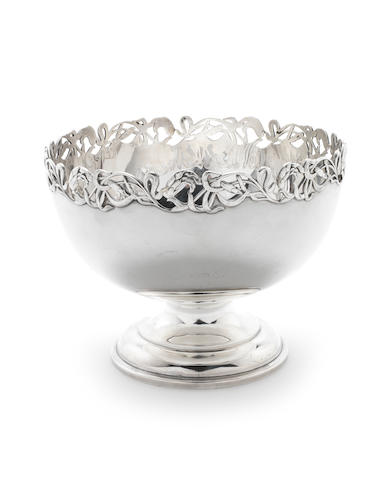 An Art Nouveau silver bowl by James Deakin & Sons Ltd, Sheffield 1904