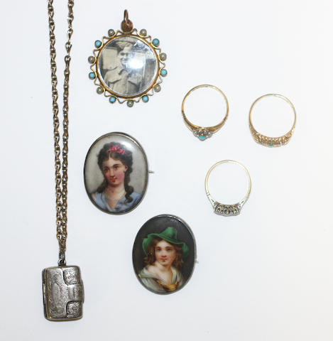 Three rings, two brooches, silver vinaigrette and pendant
