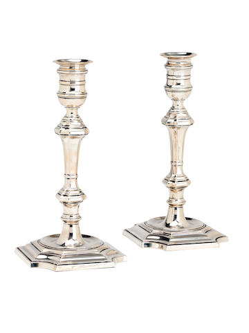 A pair of George II style silver candlesticks By Elkington & Co, Birmingham 1921  (2)