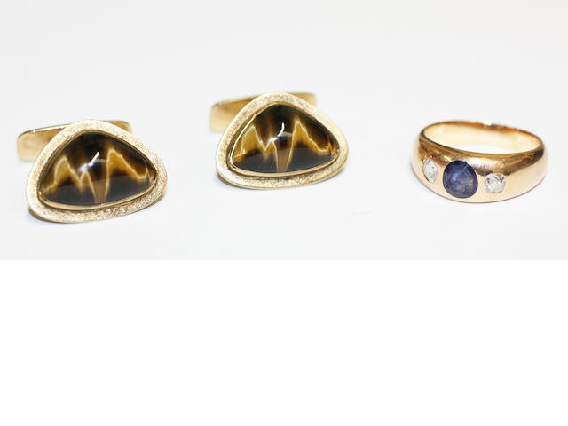 A sapphire and diamond ring and a pair of tiger's eye cufflinks (2)