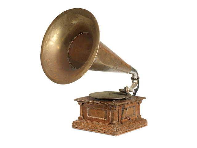 G & T Monarch gramophone