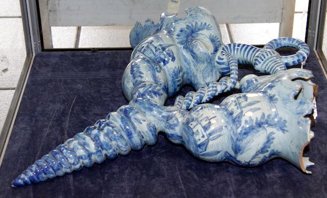 A Delft style double cornucopiae