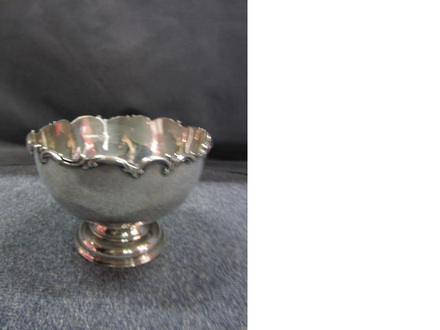 An Edwardian silver pedestal bowl by Goldsmiths and Silversmiths Co., London 1911
