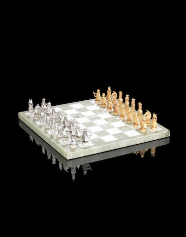 A novelty cased 9ct gold chess set by The Albion Craft Company, London 1968  (32)