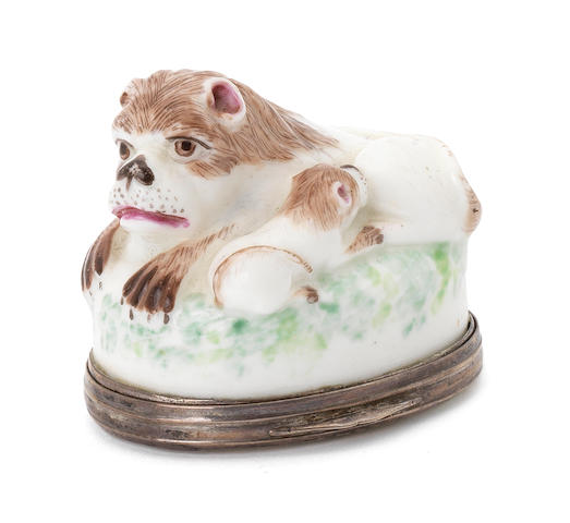 A St.Cloud snuffbox in the form of a lion
