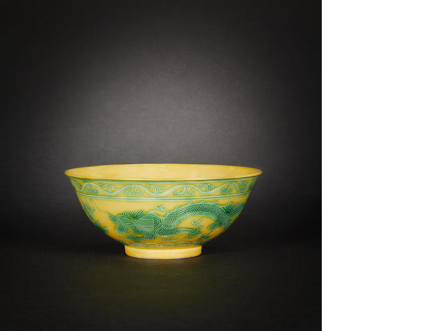 A green and yellow 'dragon' bowl Guangxu six-character mark