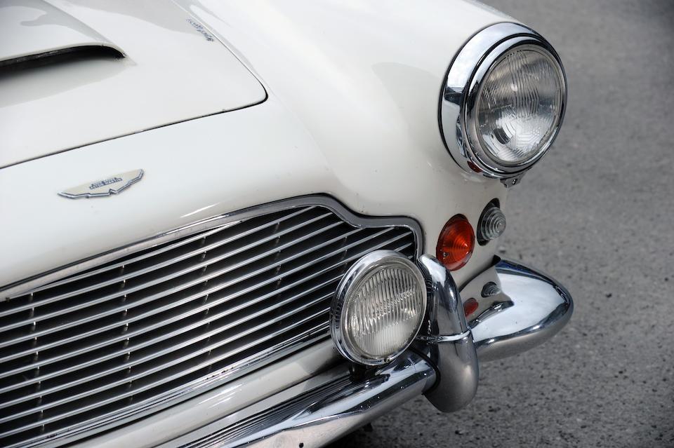 Une seule famille propriétaire,1963 Aston Martin DB4 série 5 Vantage cabriolet  Chassis no. DB4C/1099/L Engine no. 370/1138/SS