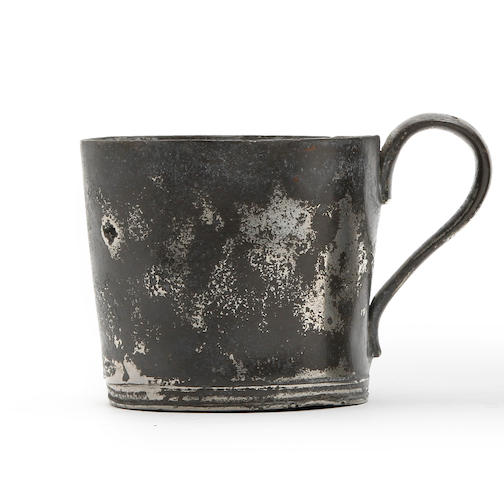 A squat pewter mug, circa 1800
