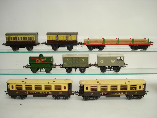 Hornby Series No.2 Pullman coaches and rolling stock 12