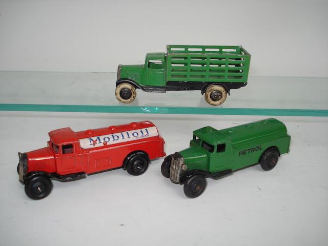 Dinky 25d Mobiloil tank wagon 3